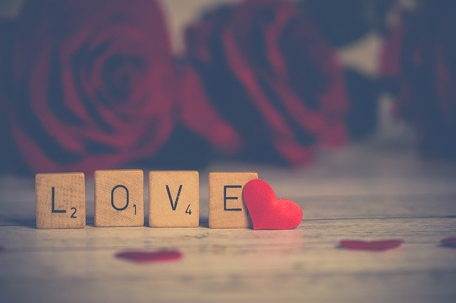 Drewniany napis miłość