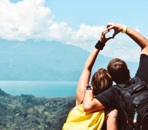 zakochana para w górachh